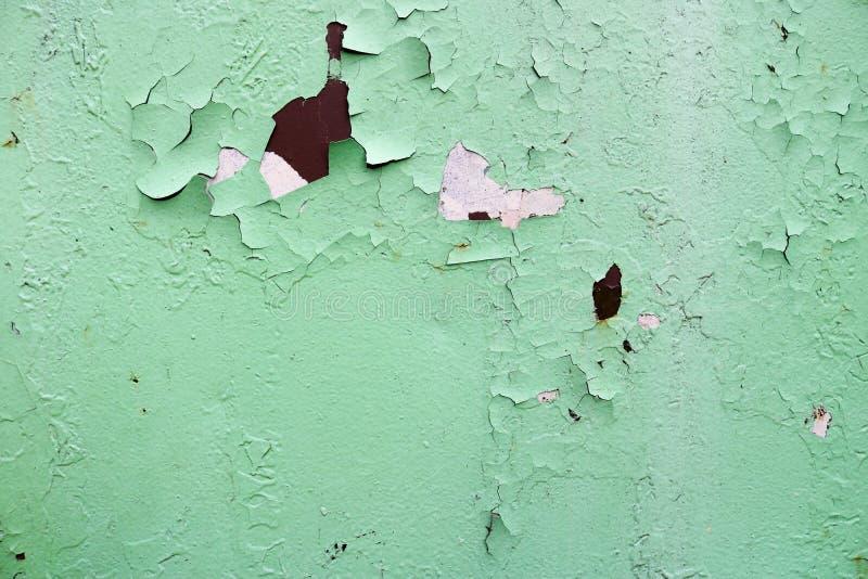 Textura do metal oxidado gasto velho avermelhado e verde de duas cores oxidado, do ferro com casca bulbted e da pintura e de test imagem de stock royalty free