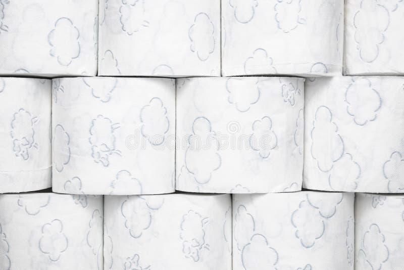 Textura do papel higiênico Close-up de um fundo da textura dos rolos do papel higiênico Higiene e cuidado íntimo Sanitário e arti imagem de stock royalty free