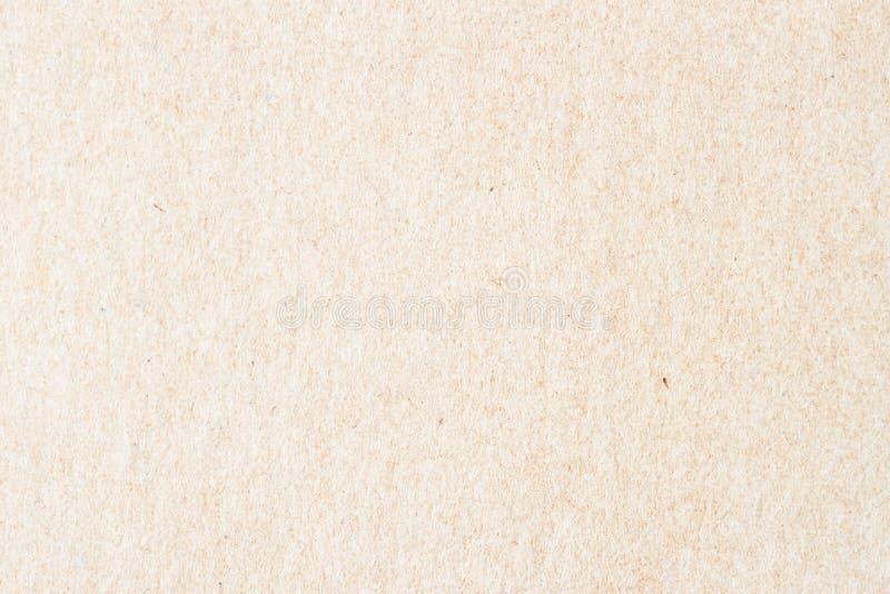 Textura do papel orgânico velho do creme claro Material reciclável com inclusões pequenas da celulose fundo, contexto imagens de stock royalty free