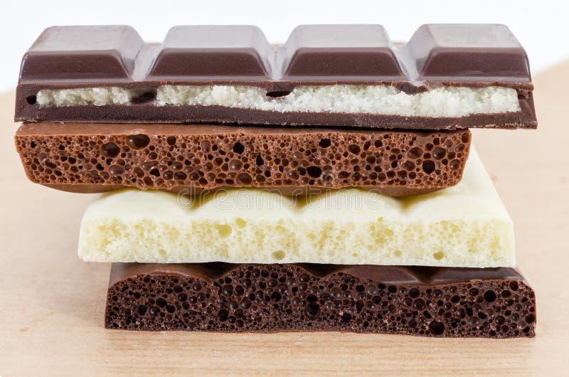 Textura do vário chocolate ventilado e do chocolate com suficiência imagens de stock royalty free