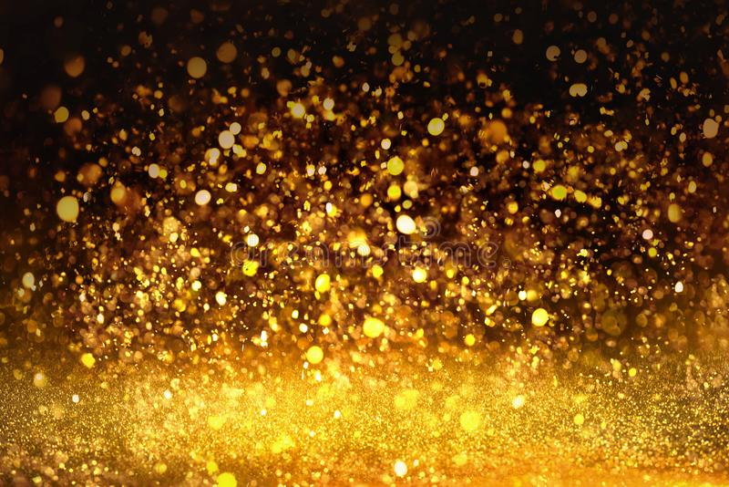 A textura dourada Colorfull do brilho borrou o fundo abstrato para o aniversário, o aniversário, o casamento, a véspera de ano no fotos de stock royalty free