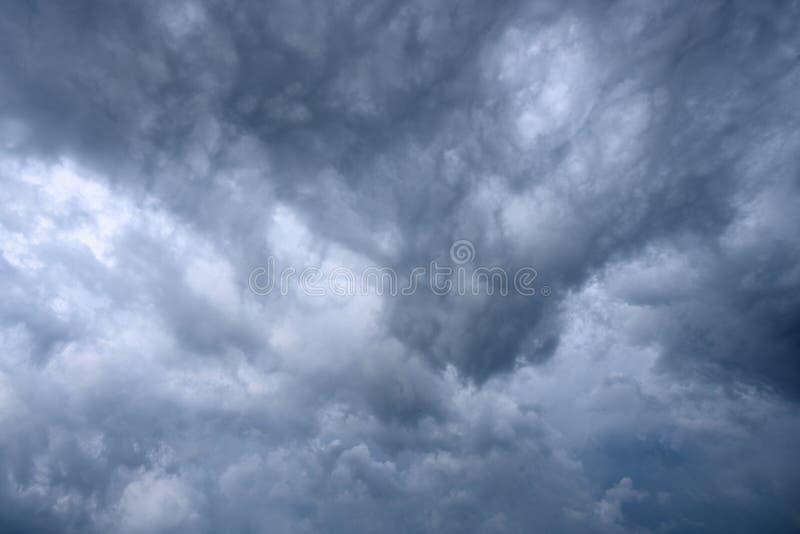 Textura dramática del fondo de las nubes de tormenta foto de archivo