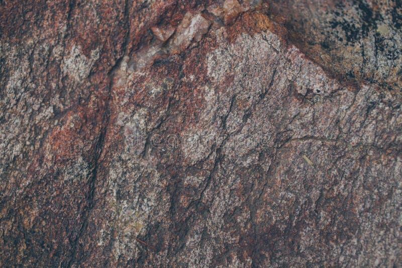Textura e fundo naturais da parede da rocha Superfície velha da pedra de Brown textured Ideia do close up da textura e do fundo d foto de stock royalty free