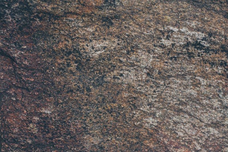 Textura e fundo naturais da parede da rocha Superfície velha da pedra de Brown textured Ideia do close up da textura e do fundo d fotos de stock royalty free