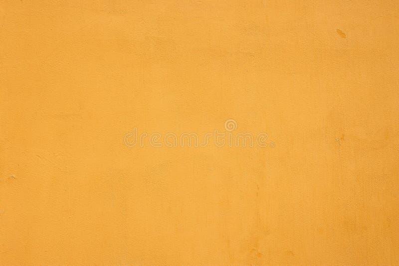 Textura emplastrada granulado da parede seca amarela vazia fotografia de stock