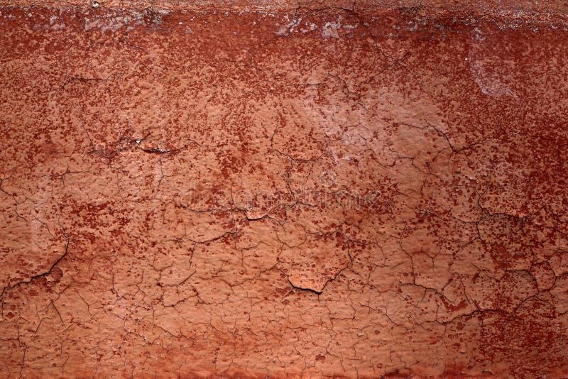 Textura envelhecida marrom vermelha da parede do crackle de Grunge fotografia de stock royalty free
