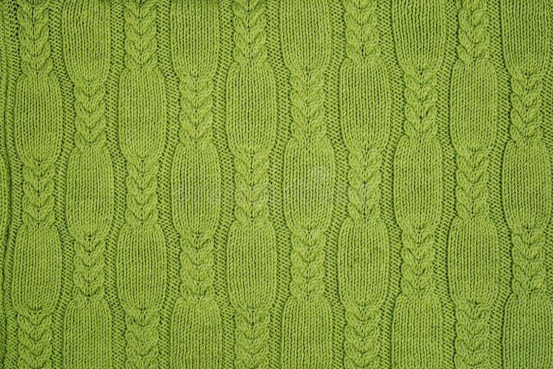 Textura feita malha verde, tranças fotografia de stock royalty free