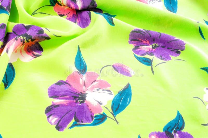 Textura, fondo, modelo Tela de seda - verde con las flores fotografía de archivo