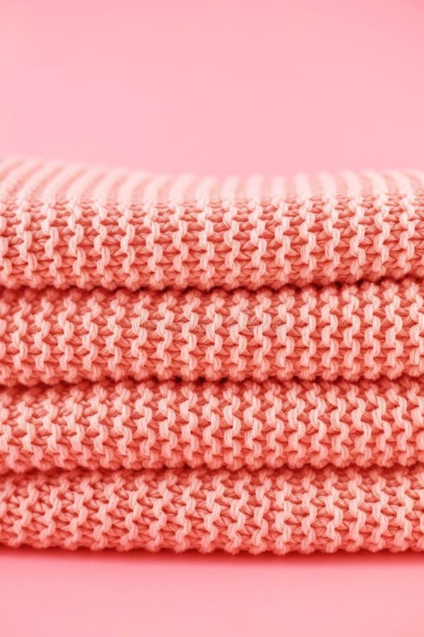Textura hecha punto en el color coralino Cierre para arriba imágenes de archivo libres de regalías