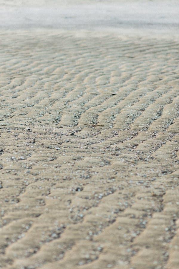 Textura hermosa, arena ondulada en el océano fotografía de archivo libre de regalías