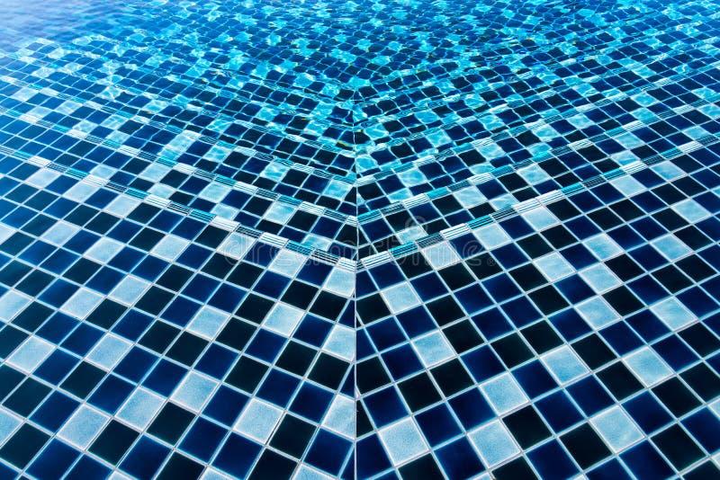 textura hermosa del agua de la onda en la piscina del azul y del cielo b foto de archivo