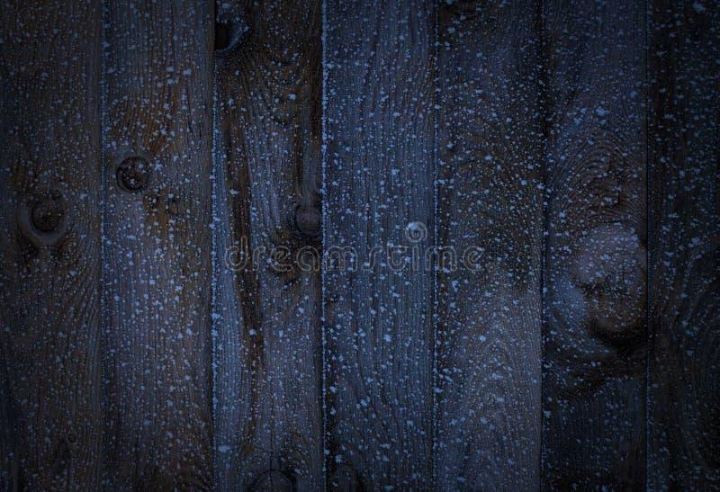 Textura Madera vieja oscura con el fondo de madera de la escarcha con hielo del frío del invierno imagen de archivo
