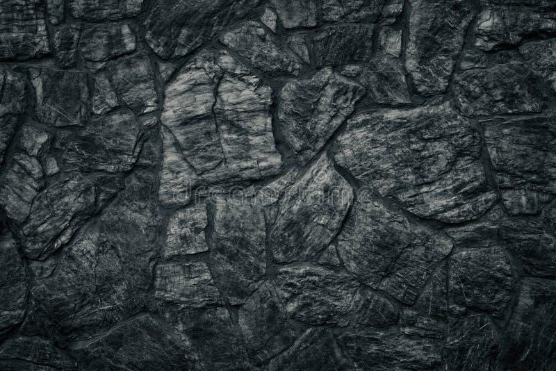 Textura negra de la pared de piedra como fondo gótico siniestro foto de archivo