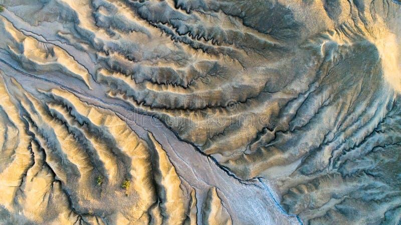 Textura, opinión del andscape desde arriba de la visión aérea en volcanes del fango de Buzau Rumania imagenes de archivo