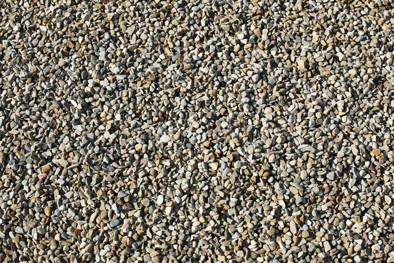 Textura: pequeña grava enarenada Peque?as piedras blancas de la tiza Alivios art?sticos de objetos naturales Material para la con fotos de archivo libres de regalías