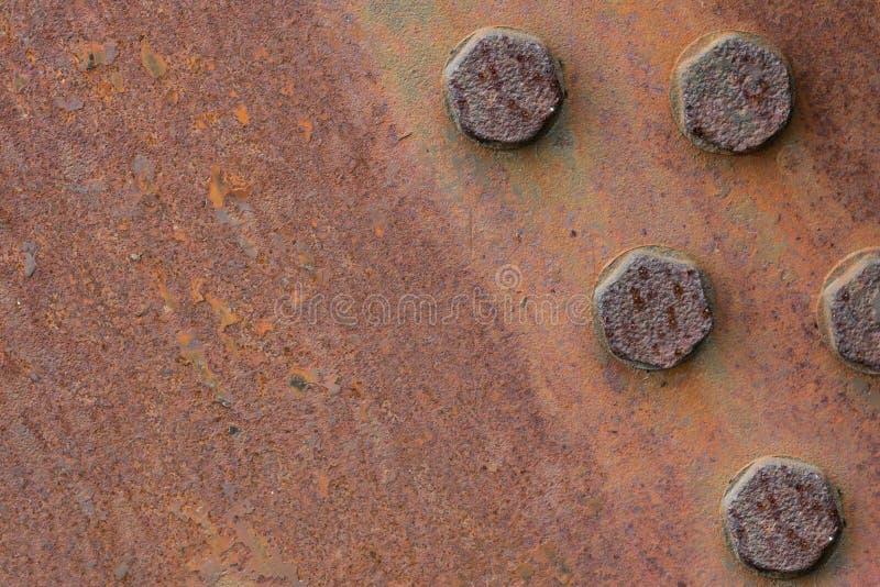 Textura plateada de metal oxidada con los pernos Copie el espacio imagenes de archivo