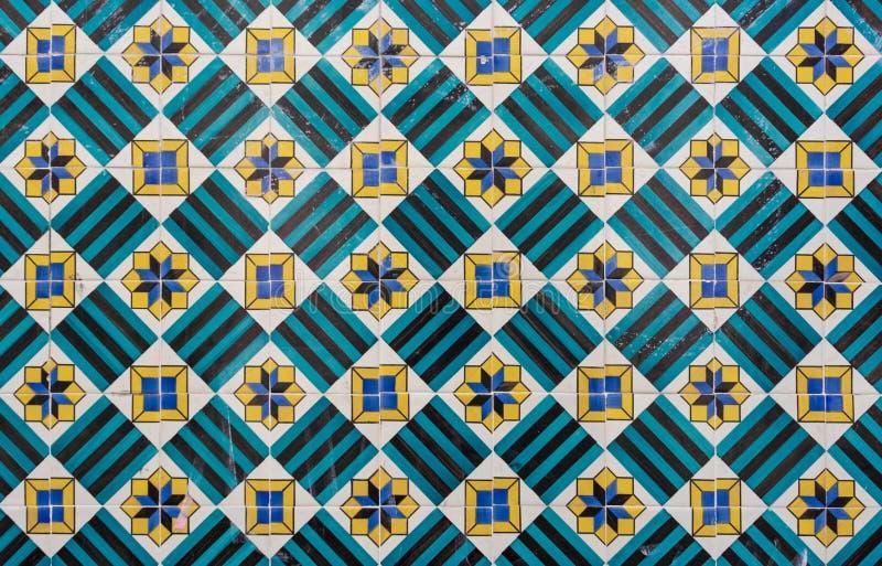 Textura portugese brilhantemente colorida ornamentado da telha em azul, em verde e em amarelo imagens de stock royalty free