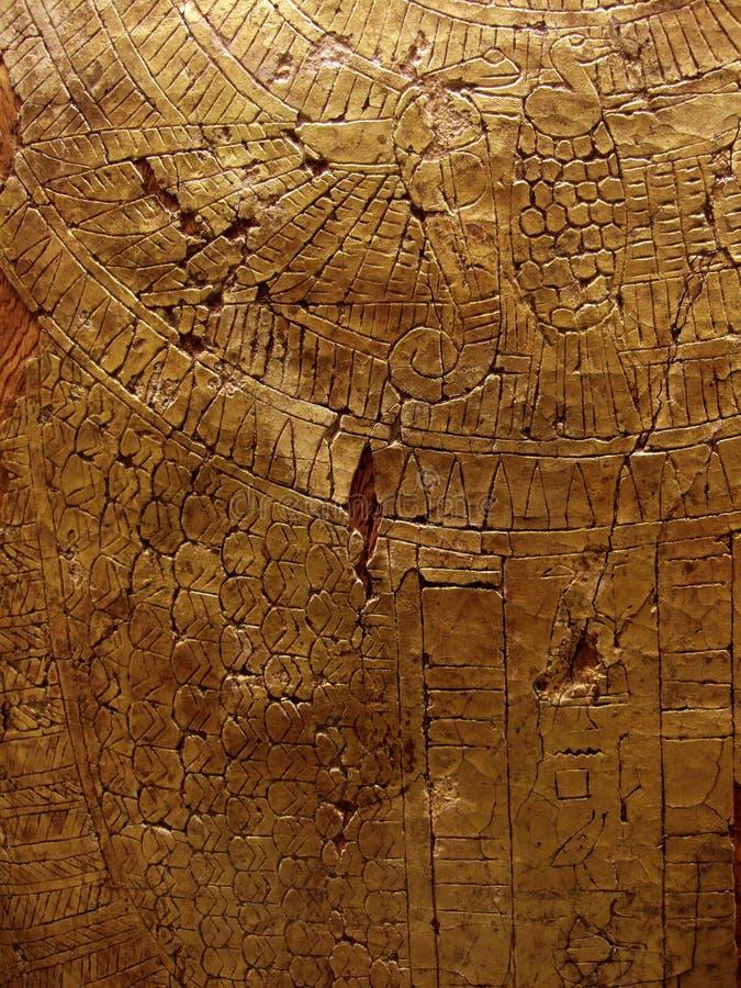 Textura rachada do ouro na rocha foto de stock royalty free