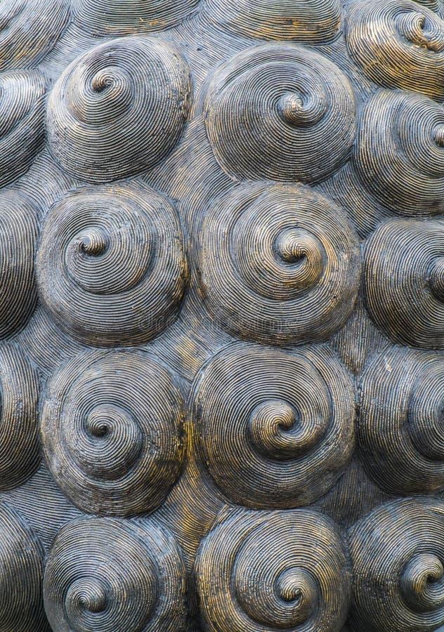 Textura radial espiral abstracta, parte de la escultura de cobre amarillo imagen de archivo