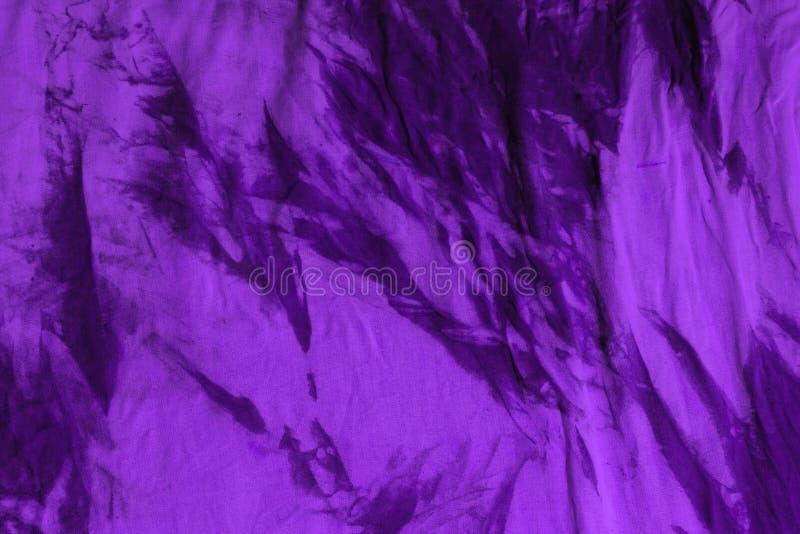 Textura tingida suja roxa envelhecida do tecido - fundo abstrato fantástico da foto fotos de stock