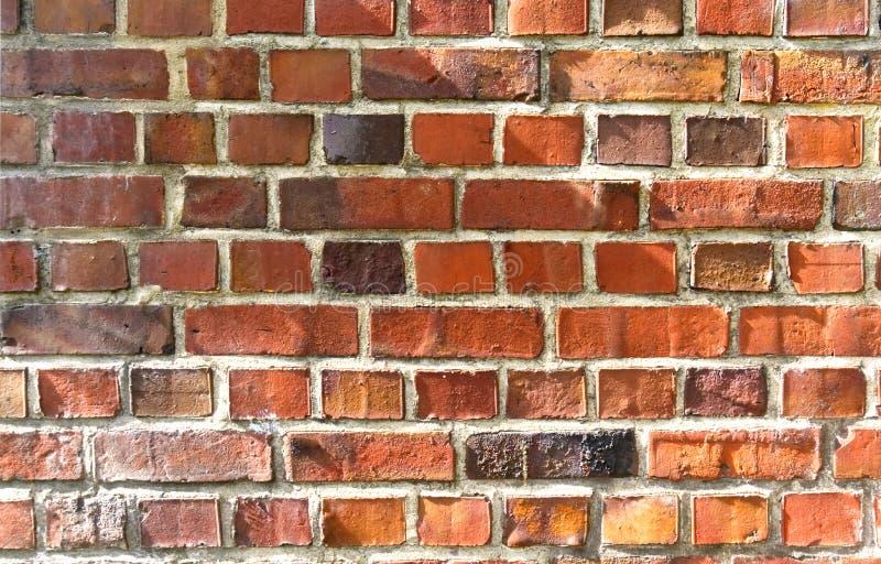 Textura velha da parede de tijolo vermelho com luz solar imagem de stock royalty free