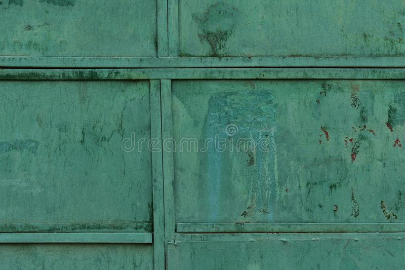A textura velha do metal revestiu com a pintura verde velha fotos de stock