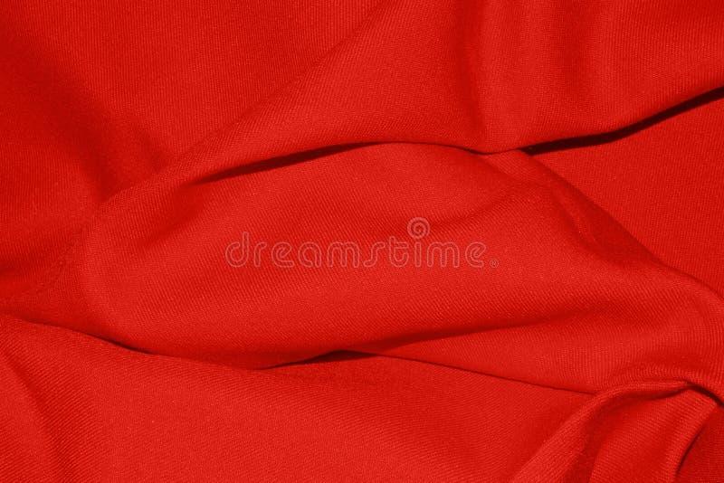 Textura vermelha brilhante da tela com dobras imagem de stock royalty free