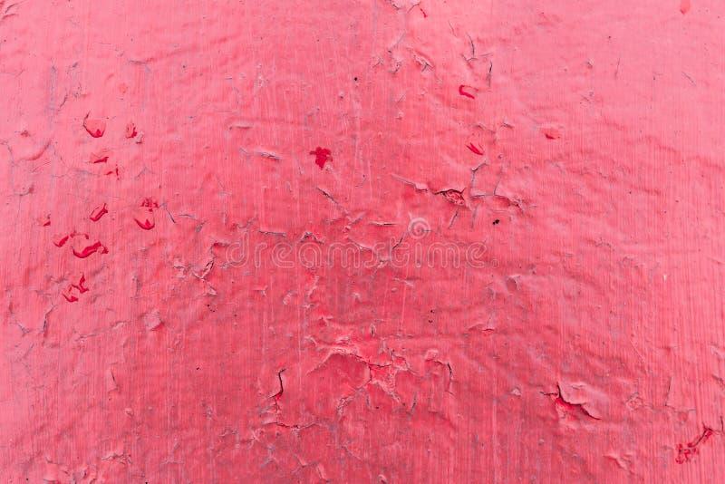 Textura vermelha rachada da pintura Close-up da parede vermelha pintada velha Fundo abstrato de Grunge Superfície riscada vintage foto de stock royalty free