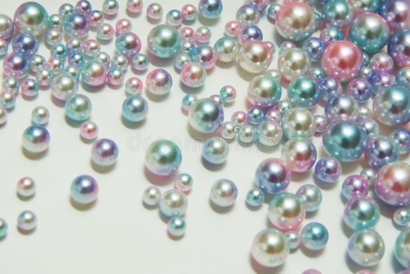 Textura vertical de las gotas redondas de la perla de diversos tamaños foto de archivo libre de regalías