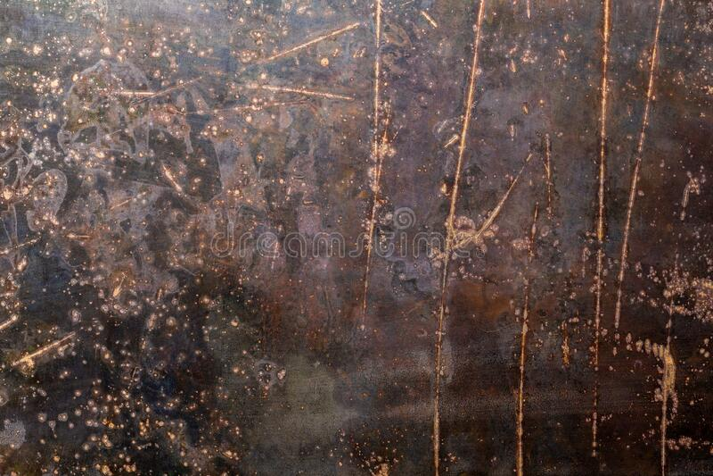Textura y fondo de la chapa de acero bruto negro desgastado con arañazos fotografía de archivo