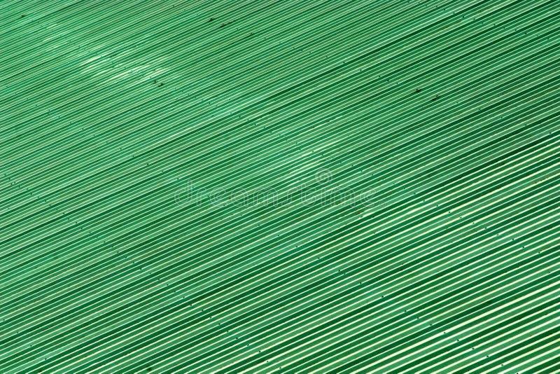 Textura y fondo de las tejas de tejado verdes exteriores de cerámica foto de archivo