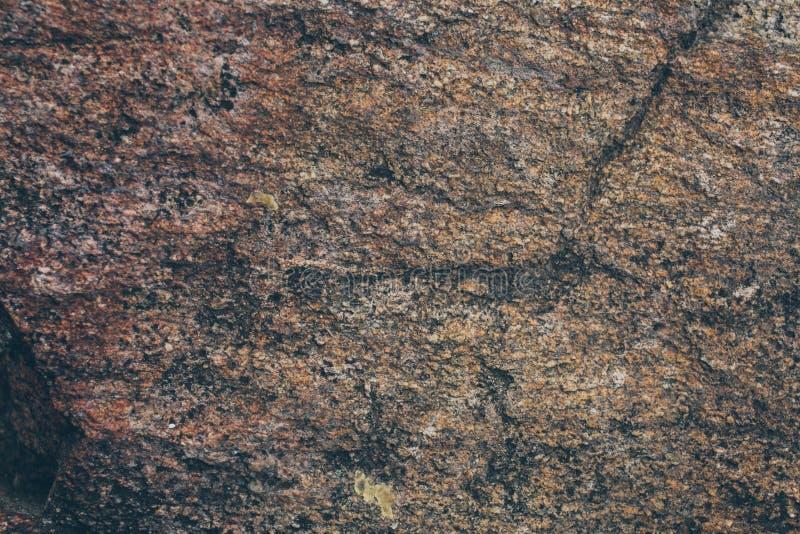 Textura y fondo naturales de la pared de la roca Vieja superficie de piedra de Brown texturizada Opinión del primer de la textura fotografía de archivo libre de regalías