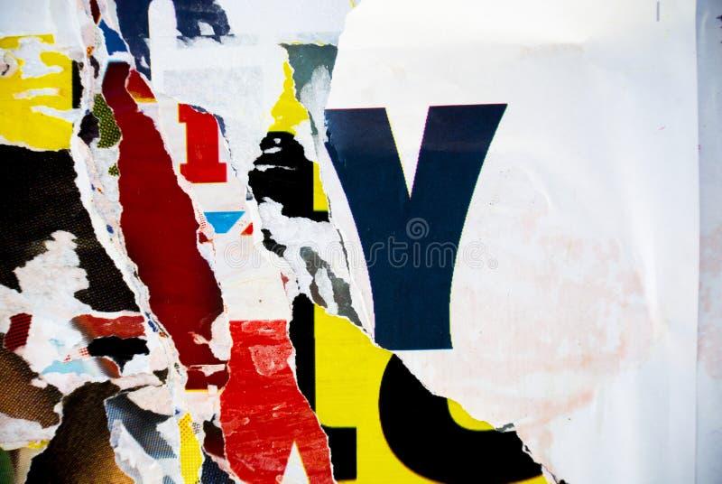 Texture aléatoire de typographie de papier de collage de fond sur le mur image stock