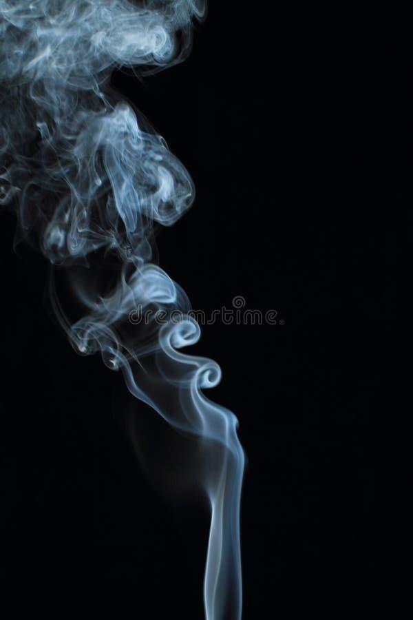 Texture blanche abstraite de fumée sur le fond noir photographie stock