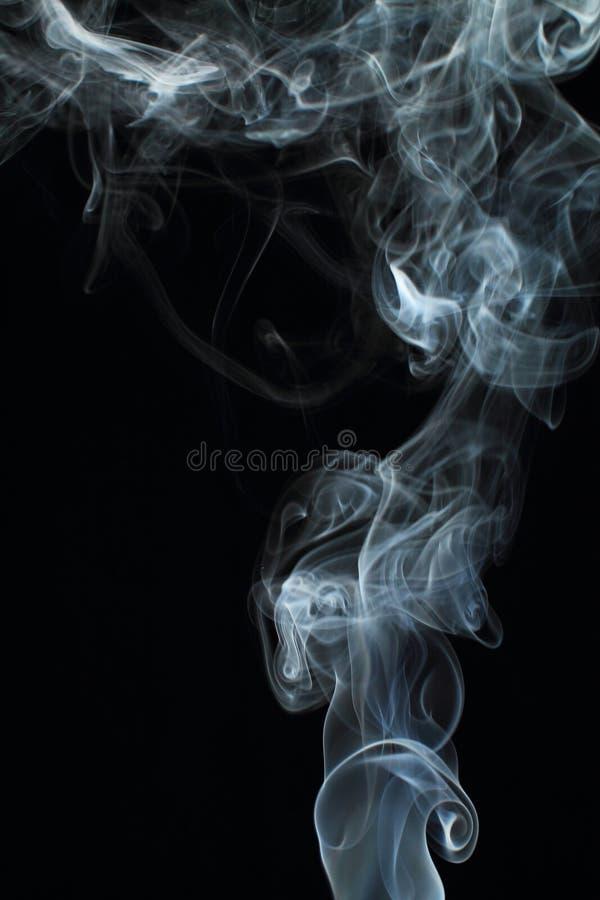 Texture blanche abstraite de fumée sur le fond noir images stock