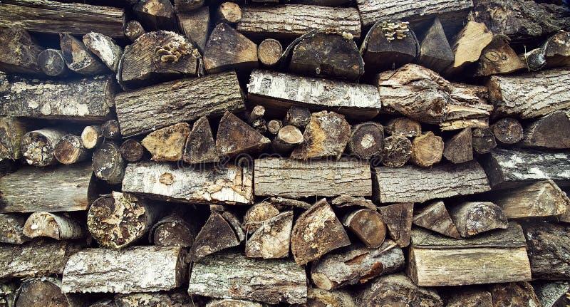 Texture, bois de chauffage coupé dans diverses dispositions photos stock