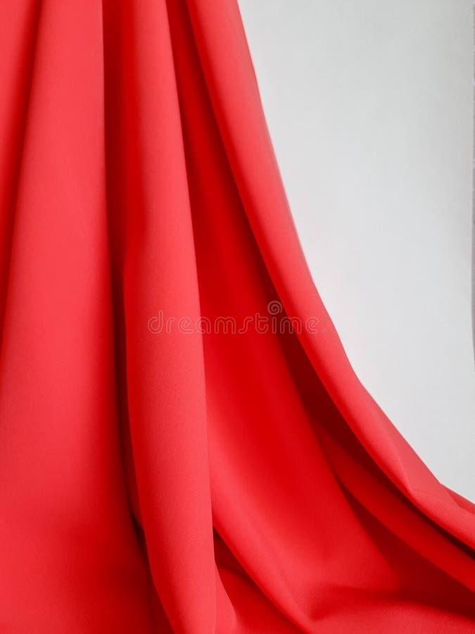 Texture brillante, fond de corail plat, modèle de tissu Tissu de corail vif et riche, tissu lourd sur un fond blanc, papier peint images libres de droits