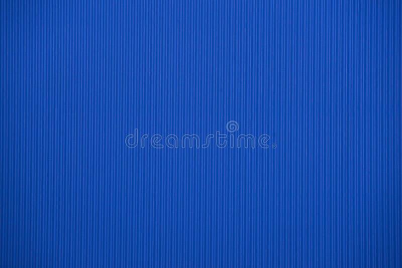 Texture colorée bleu-foncé de carton ondulé utile comme fond photographie stock