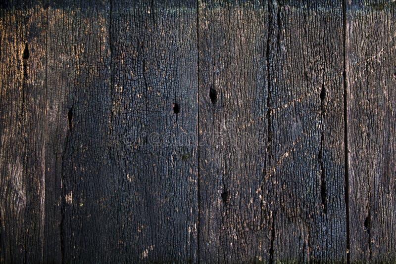 Texture criquée vieil en bois Surface en bois rustique extérieure avec la fente photos libres de droits