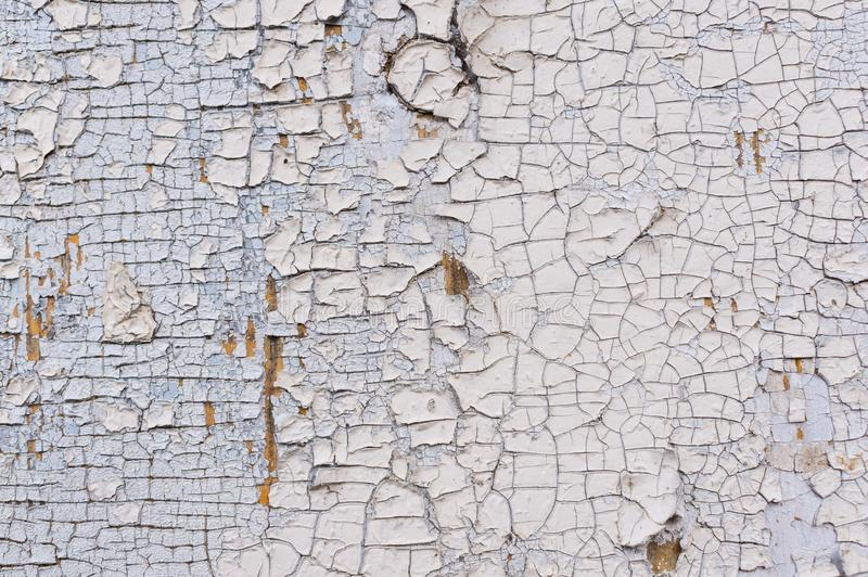 Texture d'éplucher la peinture blanche sur un mur en bois Surface avec le matériel usé photos libres de droits