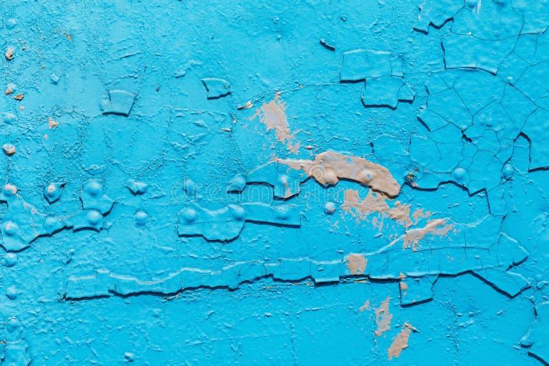 Texture d'une surface bleue métallique avec la peinture criquée image libre de droits