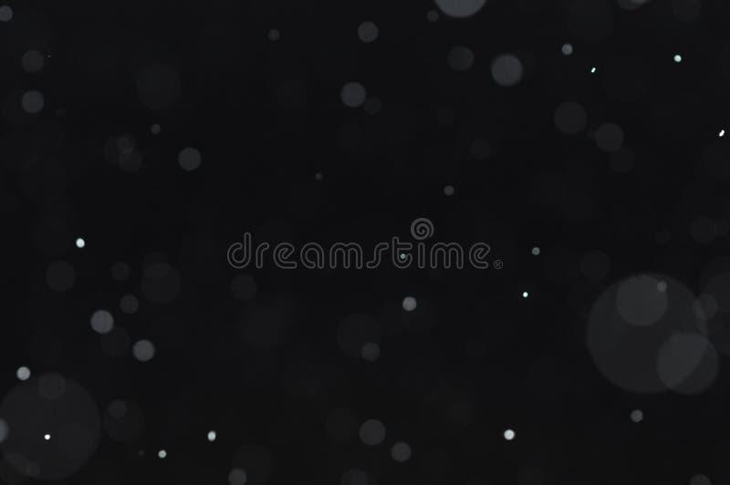 Texture de bokeh de neige sur le fond noir images stock