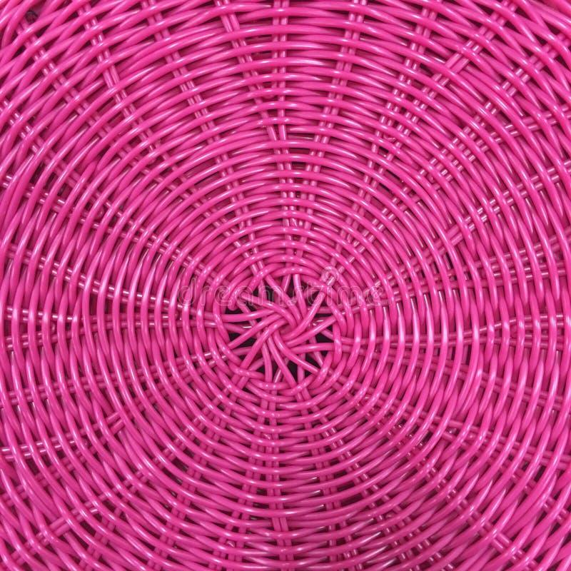 Texture de panier tissée par plastique rose photographie stock
