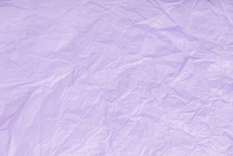 Texture de papier d'emballage violet chiffonné, plan rapproché Vieux fond lilas image stock