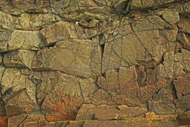 Texture de roche foncée et criquée photo stock