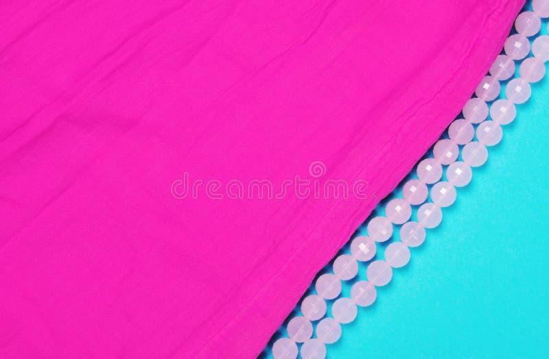 Texture de tissu de coton de couleur magenta sur le bleu photos libres de droits