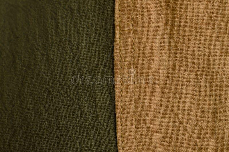 Texture de tissu naturel brun et vert de colorant Foyer sélectif images stock