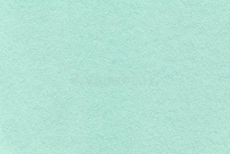Texture de vieux fond de papier cyan clair, plan rapproché Structure de carton dense de turquoise photos stock