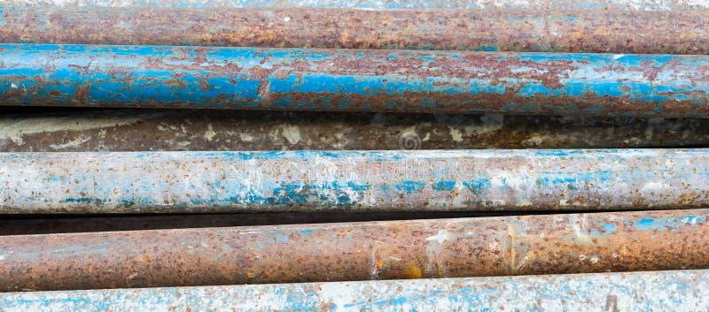 Texture des tuyaux rouillés et souillés de fer photographie stock