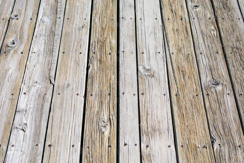 Texture du Decking et des vis en bois images libres de droits
